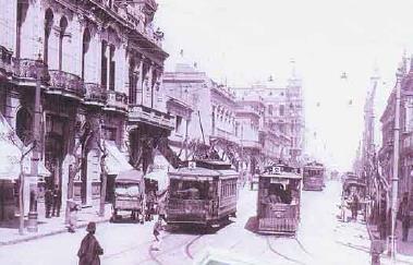 siglo XIX aparece el transporte público urbano