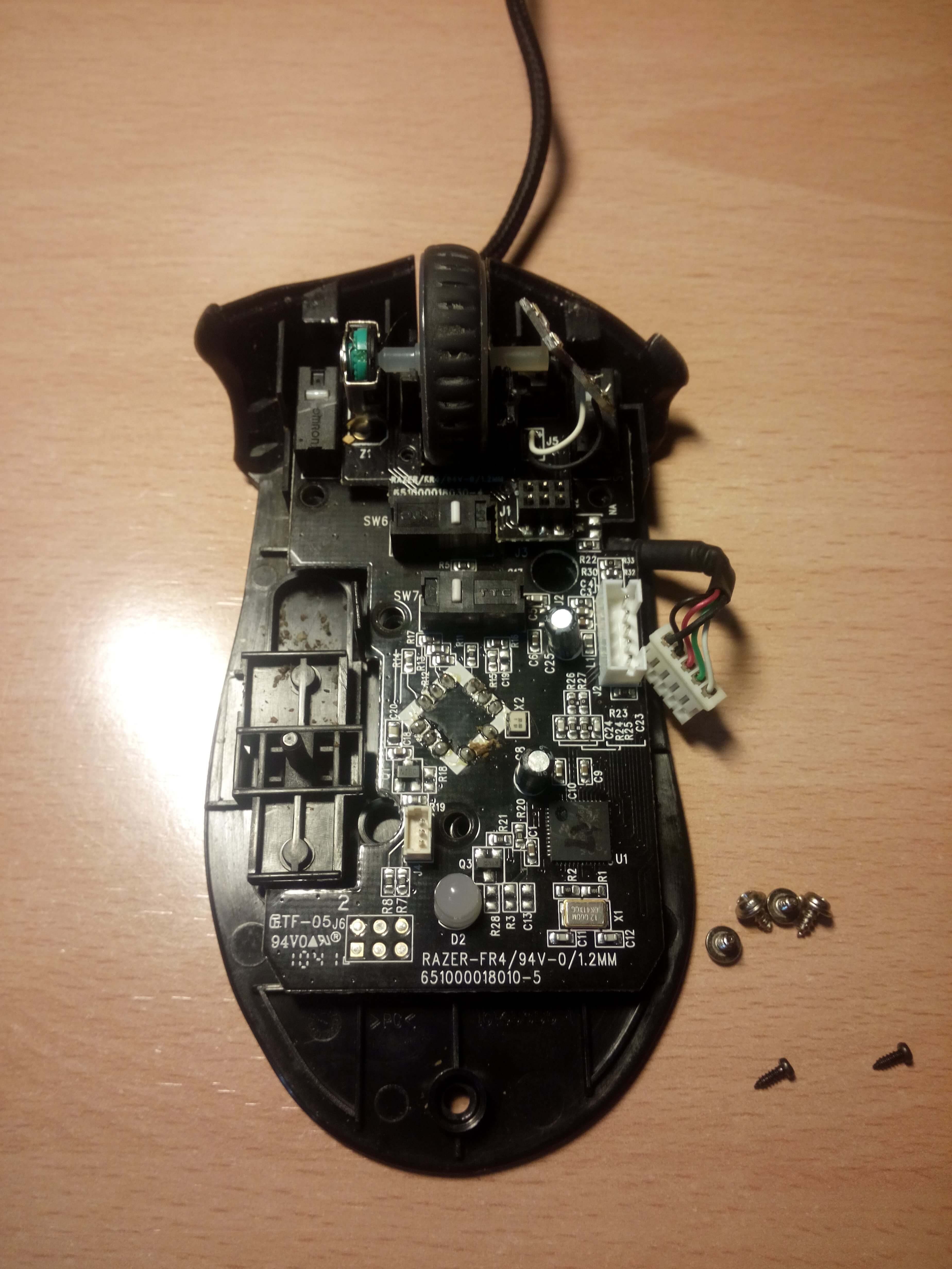 Como limpiar tu ratón - tornillos placa base