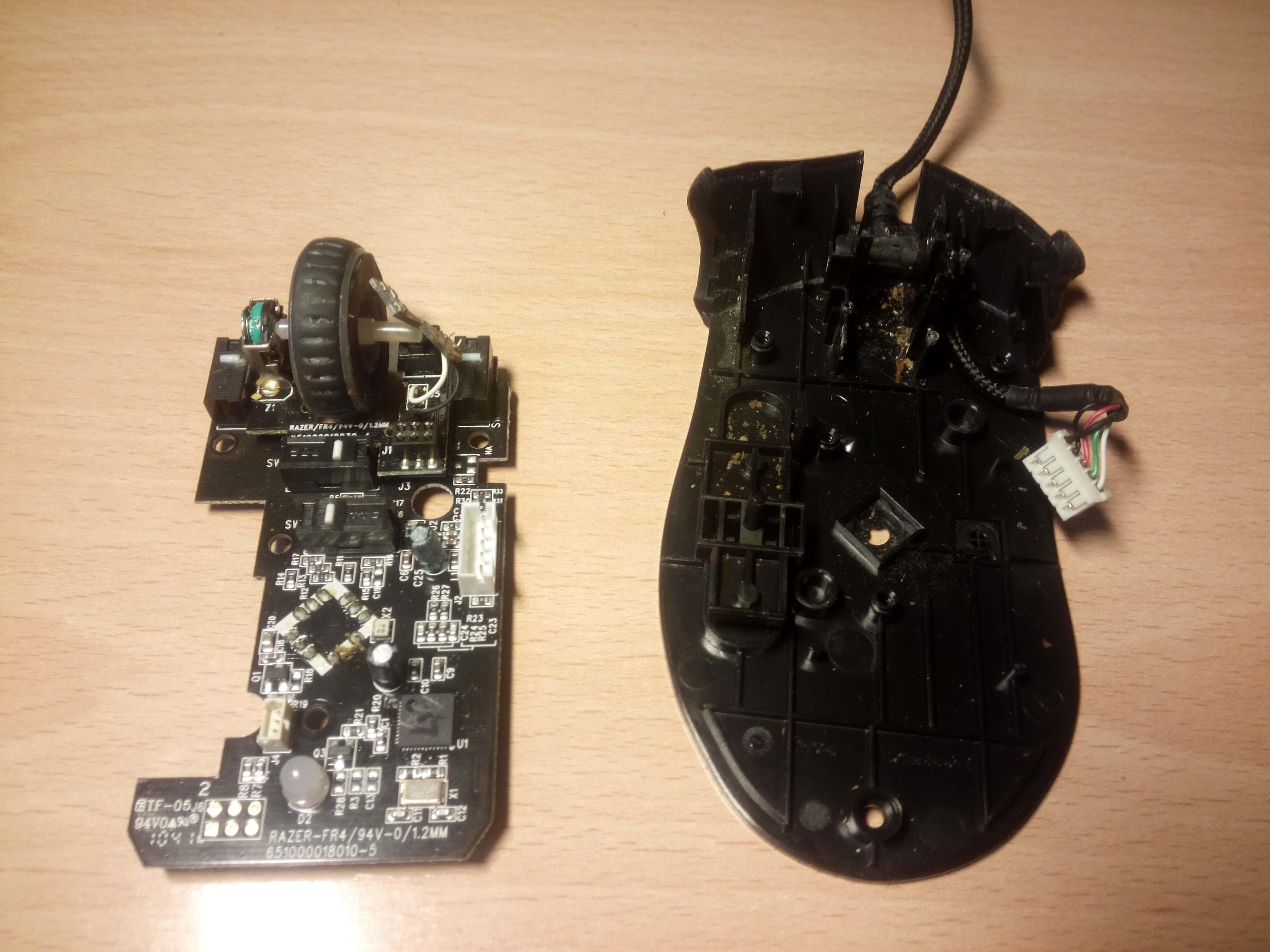 Como limpiar tu ratón - separar placa base de carcasa